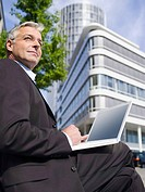 Germany, Baden_Württemberg, Stuttgart, Businessman using laptop