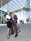 Germany, Baden_Württemberg, Stuttgart, Businesspeople in front of office building