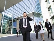 Germany, Baden_Württemberg, Stuttgart, Businesspeople walking side by side