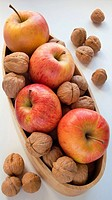 Apples ´Royal Gala´ and nuts