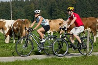 Germany, Bavaria, Tegernsee, Couple mountain biking (thumbnail)