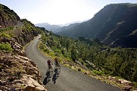Spain, The Canary Islands, Gran Canaria, Couple mountain biking