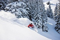 Austria, Tyrol, Kitzbühel, Pass Thurn, Freeride, Man skiing downhill