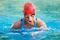 Kraftvolles Brustschwimmen