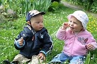 Kinder auf der Blumenwiese5