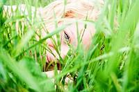 Blick durch das Gras