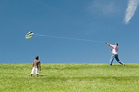 Father and son with kite (thumbnail)