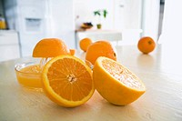 Juicing oranges