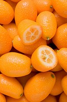 Many kumquats, one halved (thumbnail)