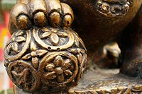 Close up of statue of lion´s paw on orb