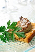 Scallop of foie gras with flower of salt on a parkin slice