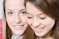 Faces of two teenage girls (thumbnail)