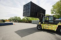 Forklift truck with cargo container