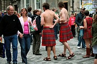 Street artists on the Royal Mile. Edinburgh Festival Fringe. Scotland