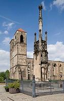 Roland und Ruine der Nikolaikirche