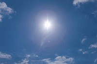 Sun shining in blue sky (thumbnail)