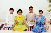 Parents with children sitting in yoga posture MR581,582,583,584