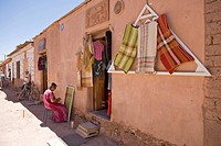 Woman weaving a blanket, San Pedro de Atacama, Región de Antofagasta, Chile, South America
