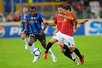 victor nsofor obinna between cicinho and simone perrotta,roma 19_10_2008,serie a football championship 2008_2009,roma_inter 0_4,photo mezzabarba/marka...