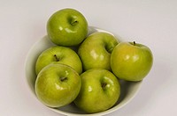Close_up of green apples in a bowl