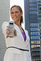 Portrait of a businesswoman showing a mobile phone and smiling (thumbnail)