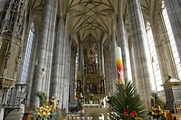 Sanctuary with neo-Gothic high altar, cathedral St. Georg in Dinkelsbuehl, Central Franconia, Bavaria, Germany