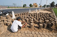 Laying paving, Phnom Penh, Cambodia, Indochina, Southeast Asia, Asia