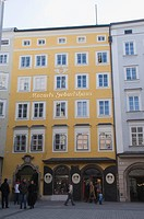 Mozart´s Birthplace, now a museum, in Getreidegasse, Salzburg, Austria, Europe