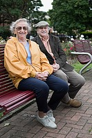 Senior couple in park (thumbnail)