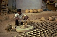 Village potter, near Agra, Uttar Pradesh state, India, Asia