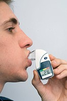 A device used to measure lung capacity and function, the digital peak flow meter measures the patient´s maximum ability to exhale The average person s...