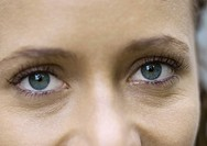Woman´s eyes, looking at camera, close_up, cropped view