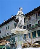 Fountain in Piazza delle Erbe, Verona, Veneto, Italy, Europe