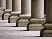 Columnas en los soportales de la Plaza Mayor de Graus _ Ribagorza _ Huesca