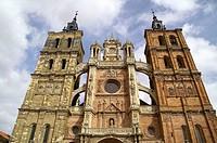 Astorga (León). España. Fachada de la Catedral de Santa María de Astorga en el casco histórico de la ciudad.
