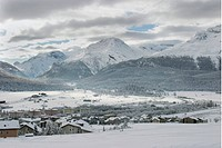 Samedan, Schweiz, Snowcapped Village In Winter