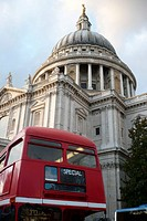 Bus in front of St Paul's cathedral, London, England, UK