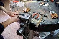 Muro, isla de Mallorca. Guinaveter, cuchilleria. Herreria, herrero, ferreria. Herramientas, cuchillos. Hand made, hecho a mano, manual.