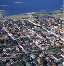 Flygbild Över Centrala Borgholm På Öland Med Kyrkan Och Kalmarsunds Vatten, Aerial View Of Landscape Of Oland