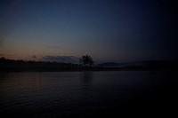 Fjällsjö I Skymning Och Dimma Med Träd I Silhuett, Lake At Dusk