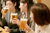 Women drinking beer in the Japanese_style pub