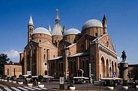 Equestrian monument of Erasmo de Narni by a basilica, Gattamelata Monument, Basilica of Saint Anthony, Padua, Veneto, Italy
