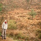 Kopia FOTO: TRINIDAD CARRILLO COPYRIGHT BILDHUSET Man Standing On Hill In Forest