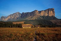 60X80 Yuneken, Canaima, Venezuela FOTO: Claes Grundsten COPYRIGHT BILDHUSET, House On Field With Mountain In The Background