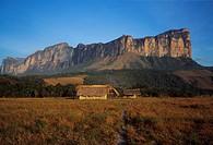 60X80 Yuneken, Canaima, Venezuela FOTO: Claes Grundsten COPYRIGHT BILDHUSET, House On Field With Mountain In The Background