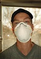 Ung ma med skyddsmask, munskydd Young Man Wearing Mask, Portrait