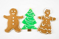 Sugar cookie Christmas tree between gingerbread male and female