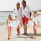 Grandparents and grandchildren 6_8 on beach