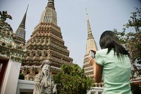 Thai woman taking pictures, Wat Poo, Bangkok, Thailand, Southeast Asia, Asia
