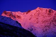 valle anzasca, monte rosa all´alba, piemonte, italia